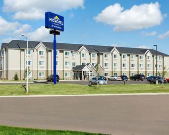 Microtel Inn & Suites by Wyndham Dickinson - Dickinson - Building