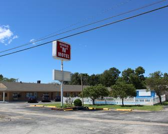 Double N Motel - Ponca City - Building