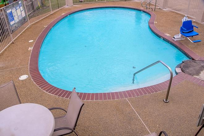 Motel 6 Canton, TX - Canton - Pool