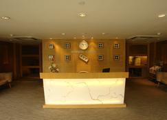 Sahara Star - Mumbai - Front desk