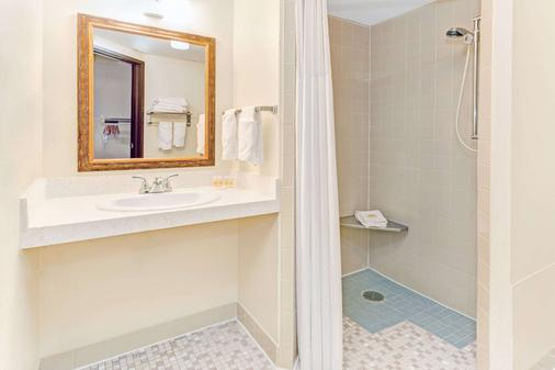 科林斯堡戴斯酒店 - 科林斯堡 - 柯林斯堡 - 浴室