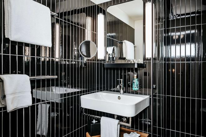 Best Western Plus Hotel Bern - Bern - Bathroom