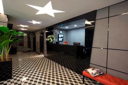 Hotel 81 (Premier) Hollywood - Singapore - Lễ tân