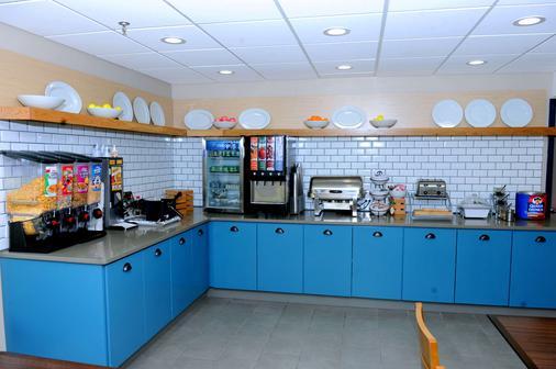 Country Inn & Suites by Radisson, Alpharetta, GA - Alpharetta - Buffet