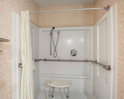 Econo Lodge Inn & Suites - Beaumont - Μπάνιο