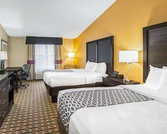 La Quinta Inn & Suites by Wyndham Denison - N. Lake Texoma - Denison - Bedroom