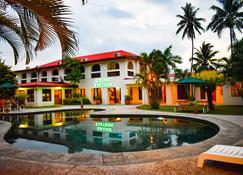 Grand Eastern Hotel - Labasa - Piscina