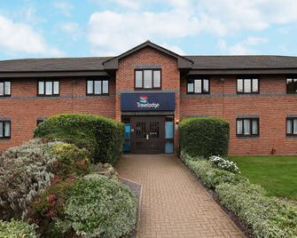 Travelodge Stratford Alcester - Alcester - Building