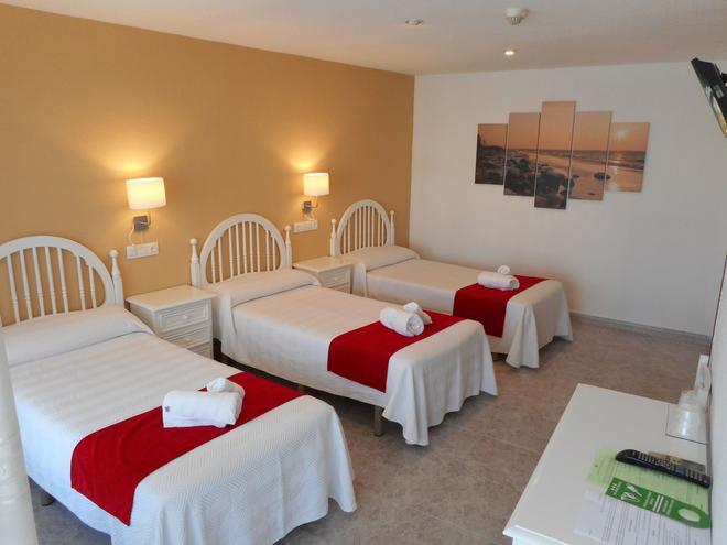 Hostal Gran Via - Pinto - Bedroom