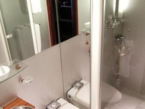 Le VIP Paris - Paris - Bathroom