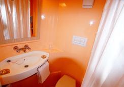 Premiere Classe Saumur - Saumur - Bathroom