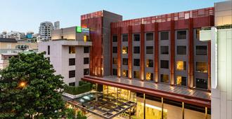 Holiday Inn Express Bangkok Sathorn - Bangkok - Building