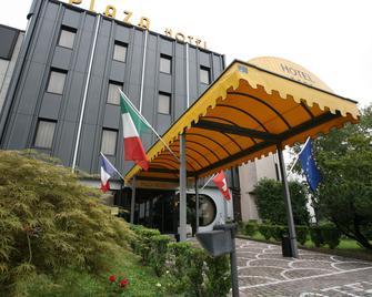 Plaza - San Martino Siccomario - Building