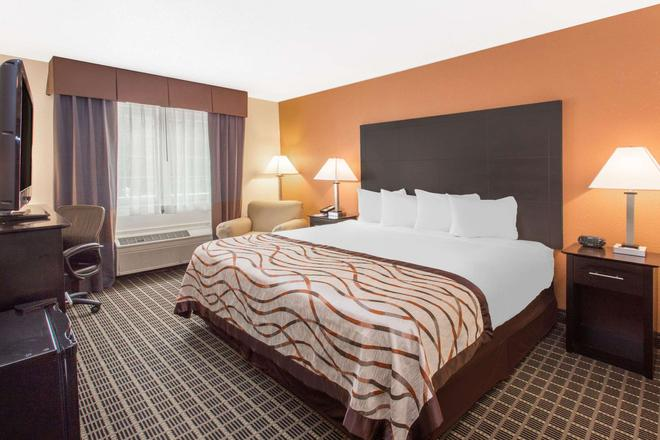 Baymont by Wyndham Muskegon - Muskegon - Bedroom