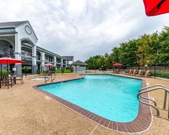 Quality Inn & Suites Canton - Canton - Pool