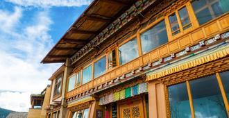 Huksum House - Shangri-La - Edificio