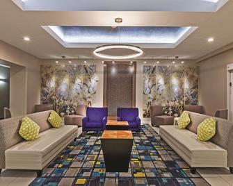 La Quinta Inn & Suites by Wyndham Palestine - Palestine - Lounge