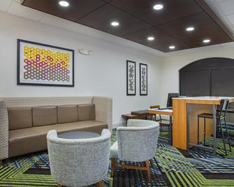 Holiday Inn Express & Suites Lebanon - Lebanon - Lounge