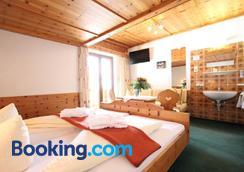 Pension Mittagskogel - St. Leonhard im Pitztal - Bedroom