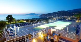 Art Hotel Gran Paradiso - Sorrento - Pool