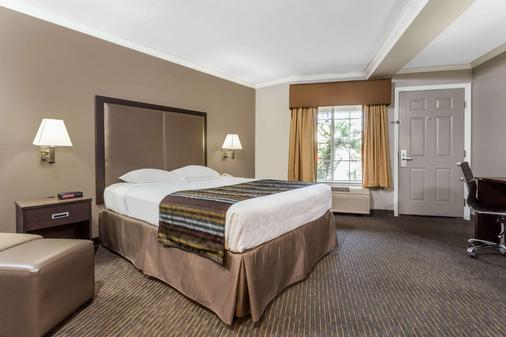 Super 8 by Wyndham Mountain View - Mountain View - Schlafzimmer
