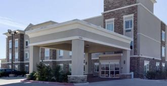 Quality Inn & Suites Victoria East - Victoria
