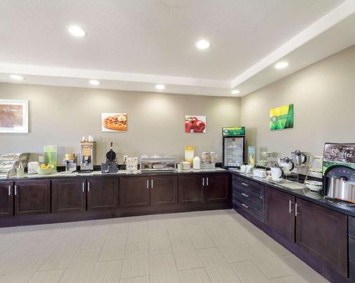 Quality Inn & Suites - Victoria - Buffet