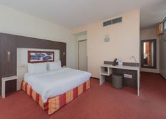 Hostellerie Saint Vincent Beauvais Aéroport - Beauvais - Bedroom