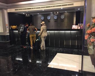 Well Garden Hotel - Taoyuan - Front desk