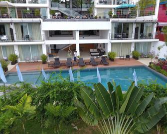 Ocean Suites Boutique Hotel - Tagbilaran City - Zwembad