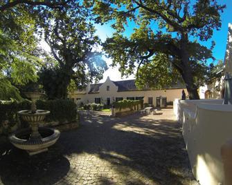 De Leeuwenhof Estate - Paarl - Outdoor view