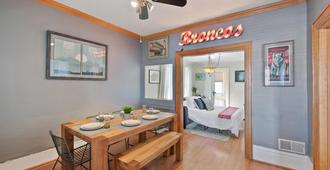 Charming Victorian By Sloan's Lake - Free Parking! - Denver - Dining room