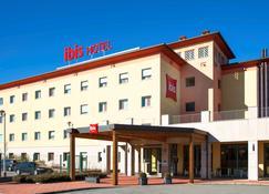 Ibis Como - Grandate - Building