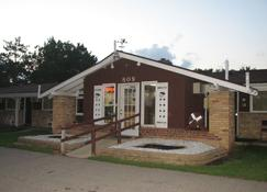 Spinning Wheel Motel - Baraboo - Building