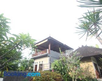 Giri Carik - Sidemen - Gebäude