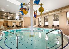 Best Western Plus Cobourg Inn & Convention Centre - Cobourg - Pool