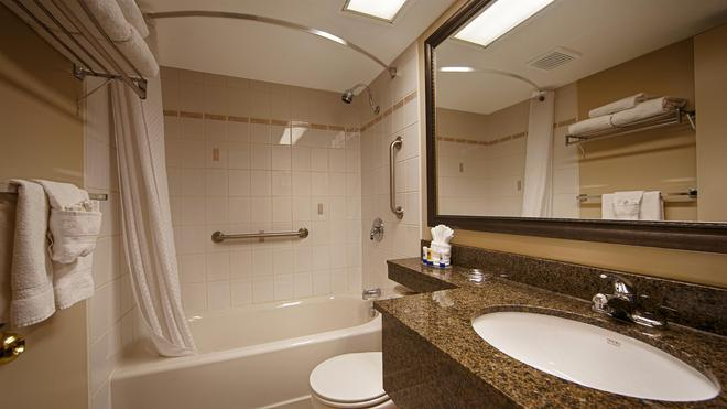 Best Western Plus Cobourg Inn & Convention Centre - Cobourg - Bathroom