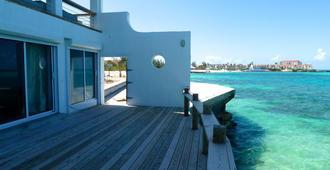 Bahasea Backpackers - Nassau - Outdoors view