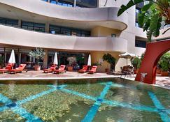 Lancaster Tamar Hotel - Beirut - Pool