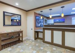 Super 8 by Wyndham Houston/Willowbrook/Hwy 249 - Χιούστον - Σαλόνι ξενοδοχείου