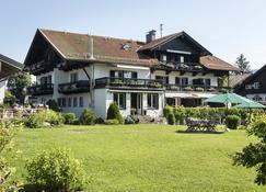 Hotel Landhaus Wilhelmy - Bad Wiessee - Building