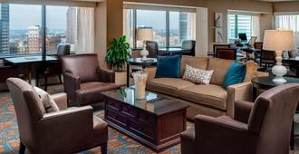 Sheraton Columbus Hotel at Capitol Square - Columbus - Living room