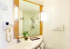 Ibis Surabaya City Center - Surabaya - Bathroom