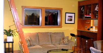 2 Bdrm- 2 Lofts Ballard Apartment Air Conditioned - Сиэтл - Гостиная