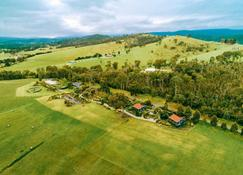 Outlook Hill Vineyard Cottages - Healesville - Outdoor view