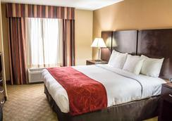 Comfort Suites - Brunswick - Bedroom