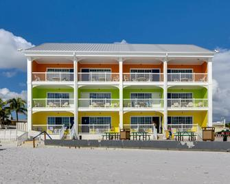 Pierview Hotel & Suites - Fort Myers Beach - Building