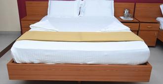Hotel Surya Residency Majestic - Bengaluru - Bedroom