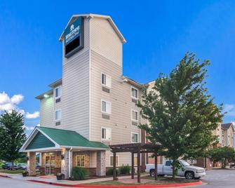 HomeTowne Studios & Suites Bentonville - Bentonville - Building