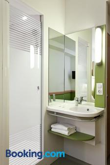 Ibis Budget Madrid Vallecas - Madrid - Bathroom